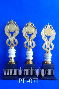 Sentral Produksi Piala Trophy Kristal Harga Murah