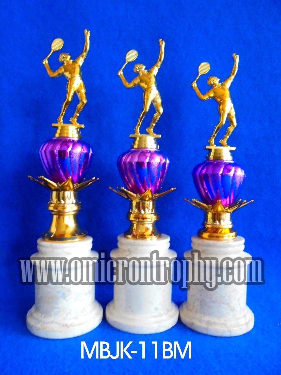 supplier trophy kejuaraan trophy sport dan piala