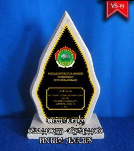 Jual Plakat Pabrik Vandel, Souvenir Vandel Marmer, Plakat Penghargaan, Plakat Wisuda, Plakat Pernikahan, Plakat Wedding, Plakat Resin, Plakat Surabaya, Plakat Tulungagung, Plakat Malang, Plakat Onyx